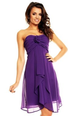Krátké fialové plesové šaty