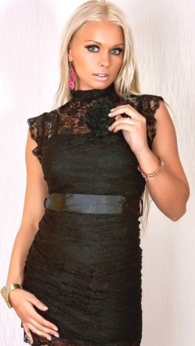Krajkové černé šaty + brož