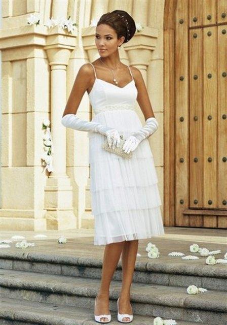 Elegantní bílé svatební šaty s perličkami